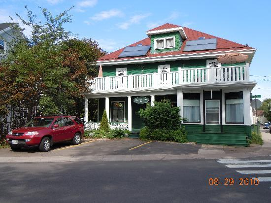 Colonial Charm Inn: Wonderful B&B