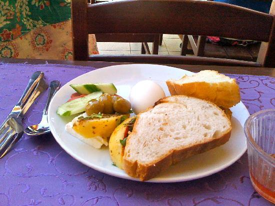 Celay Hotel: Typical Breakfast