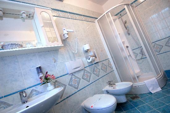 Hotel Marko: Room bathroom