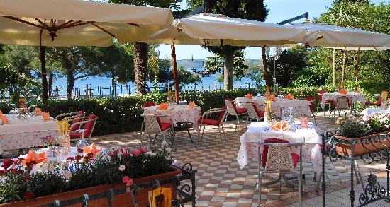 Hotel Marko: Restaurant terrace