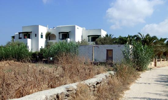 Studios Vrettos : Ours was the top middle room