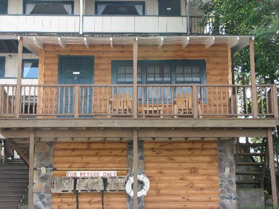 Pine Knoll Lodge & Cabins Inc: Lakeside cabin #6