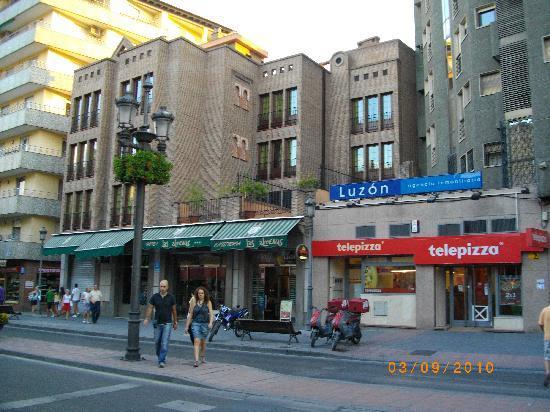 Hotel Las Almenas: vue de la rue
