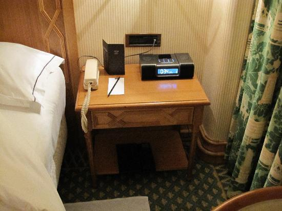 Charming Tivoli Avenida Liberdade Lisboa: Bedside Table, Alarm Clock With IPod Dock.