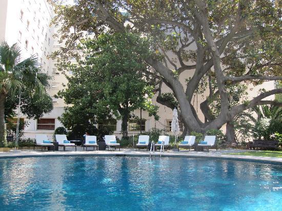 Pool And Hotel In The Back Picture Of Tivoli Avenida Liberdade Lisboa Lisbon Tripadvisor