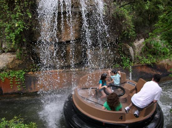 Six Flags Fiesta Texas : The Gully Washer