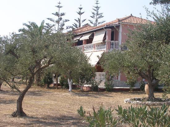 Villa katerina vasilikos gr ce voir les tarifs et for Jardin katerina