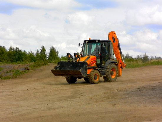 Castleford, UK: driving the JCB