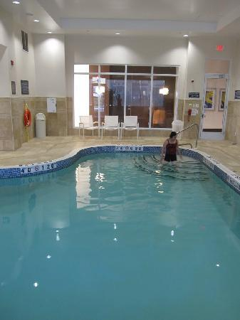 Holiday Inn Express Toronto - Markham: Pool open from 6am to 11pm, was a bitsmall, but well maintained. Has its own bathroom/changing r