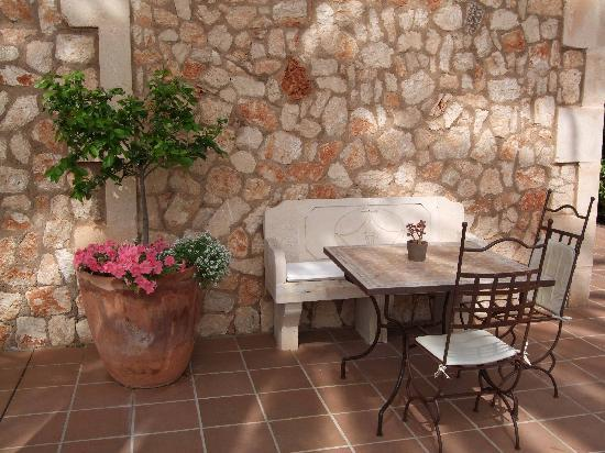 Hotel Migjorn: Lots of pretty little shady areas to sit in