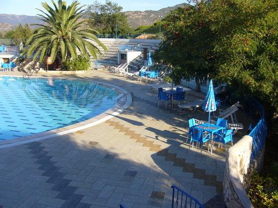 Eden Village Colostrai: piscina e anfiteatro
