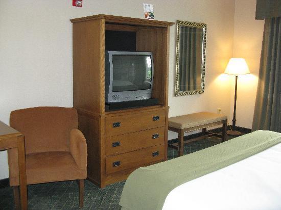 Holiday Inn Express Logan: King Room Furnishings