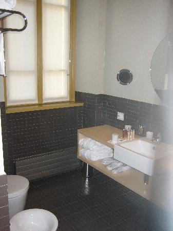 Petronilla Hotel: Badezimmer