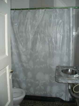 Colon Hotel y Apart: Bathroom