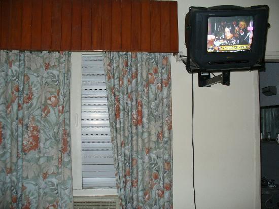 Colon Hotel y Apart: window