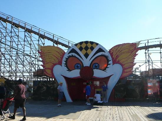 Morey's Piers and Beachfront Water Parks: Fun House Maze on Moreys Piers
