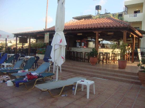 Frida Village Apartments : Pool Bar