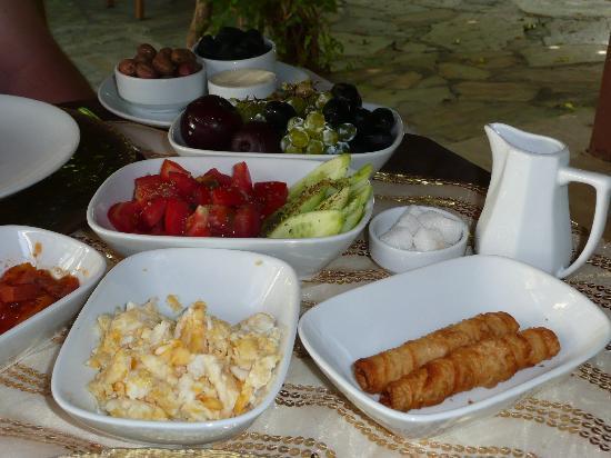 Bin Kaya Hotel: Breakfast!