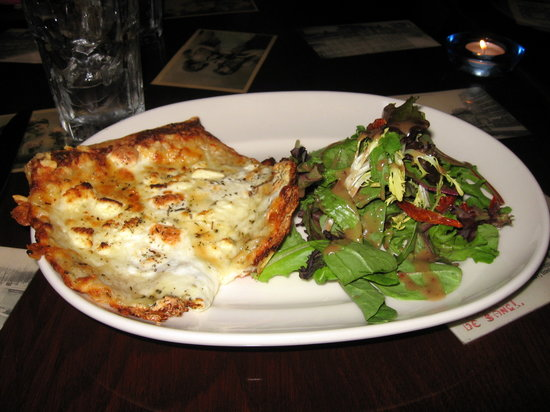 Paris 66: Pizza (pissadeliare fromage) cheese and salad