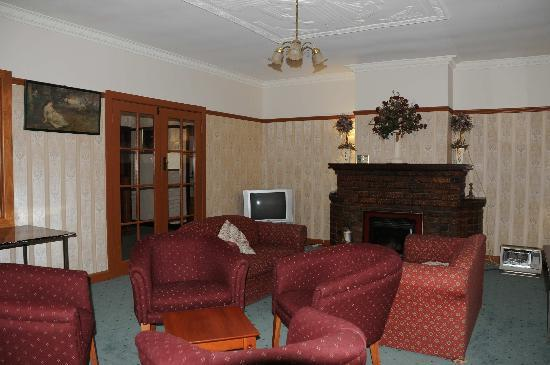 Mountain Grand Guest House: Sitting room 1