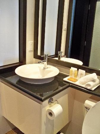 Bathroom Sinks Toronto : Bathroom sink - Picture of Hyatt Regency Toronto, Toronto ...