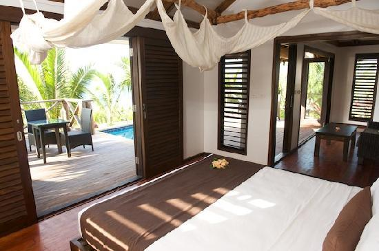 Wananavu Beach Resort: Oceanview Honeymoon Bure