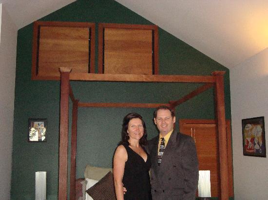 Tamborine Mountain, Australia: Happy couple in the Green Studio
