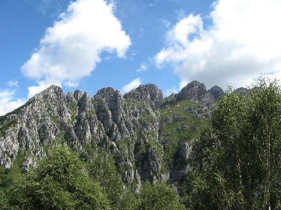 Lecco, Italie : Piani d'Erna: vista sul Monte Resegone
