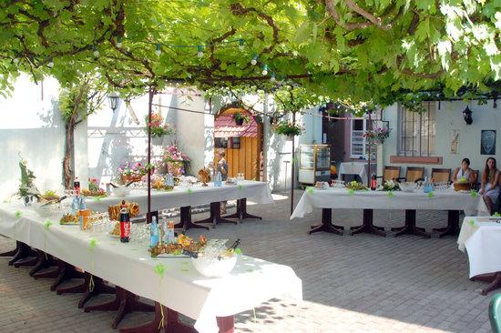 Brasserie Au Petit Pecheur: terrasse pour un mariage