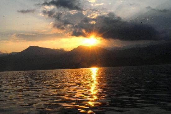Maloni Hotel : Soleil levant pendant la pêche