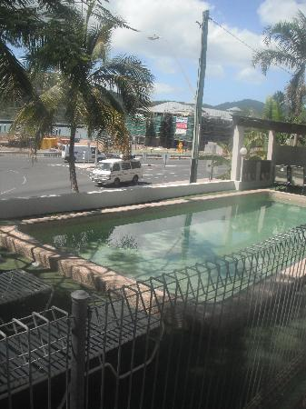 Seaview Apartments: The pool :)