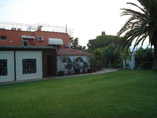 Residence Stella del Mare: Il giardino