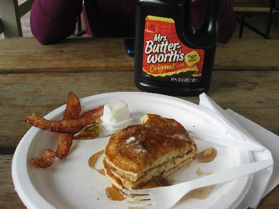 Erie KOA: Pancake breakfast - delicious!