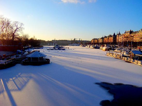 Stockholm, Sweden: Vista di Östermalm dal ponte Djurgardsbron