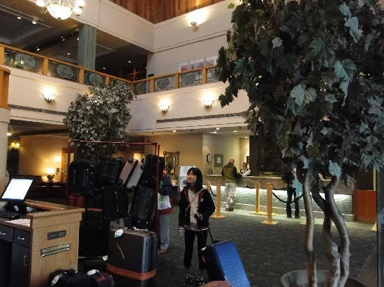 Banff Park Lodge Resort and Conference Centre: ホテルロビー