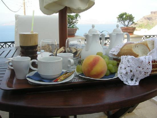 Lithies Traditional Homes: colazione in terrazza