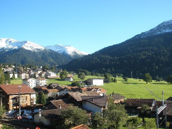 Blick vom Balkon auf Klosters Dorf