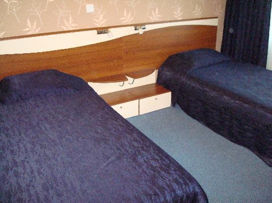 Best Western Lozenetz Hotel: beds