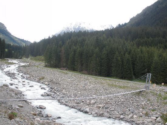 Klosters, Suiza: Hängebrücke bei Mombiel