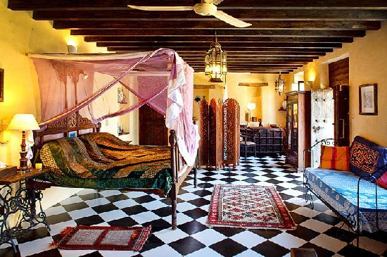 "Zakspitaki B&B: the ""Zanzibar Room""."
