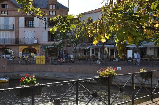 Pierre & Vacances Resort Port-Bourgenay: Centre du village - commerces et restaurants