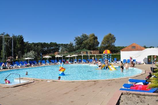 Espace aquatique central piscine pour enfants photo de - Village pierre et vacances port bourgenay ...