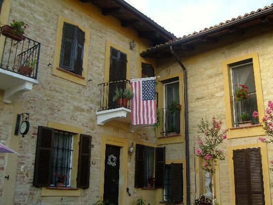 Mombello Monferrato, Italia: 5 Chimneys