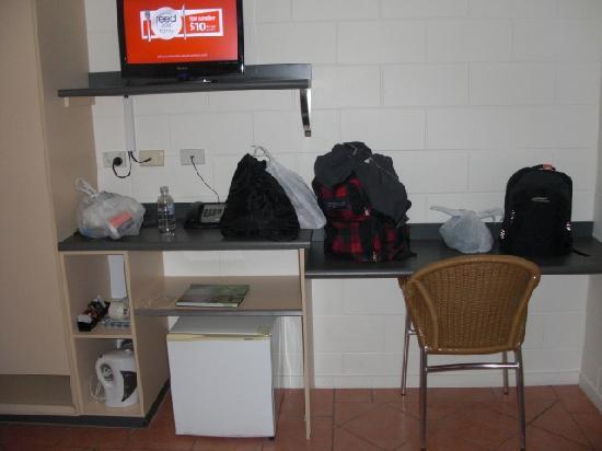 Cairns Queens Court: tv and fridge