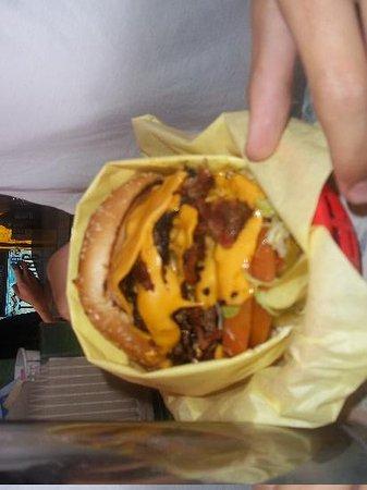 Hodad's: Look at that burger!!!!