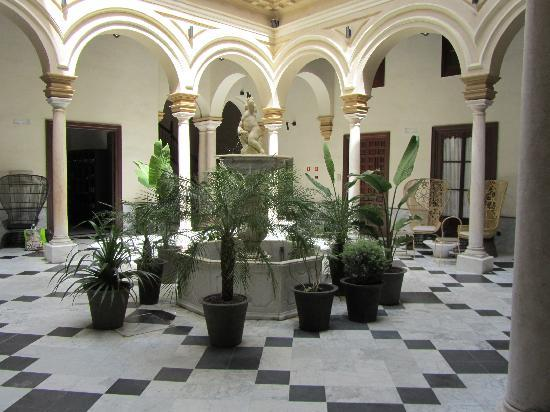Hotel Palacio de Villapanes: Entrance foyer