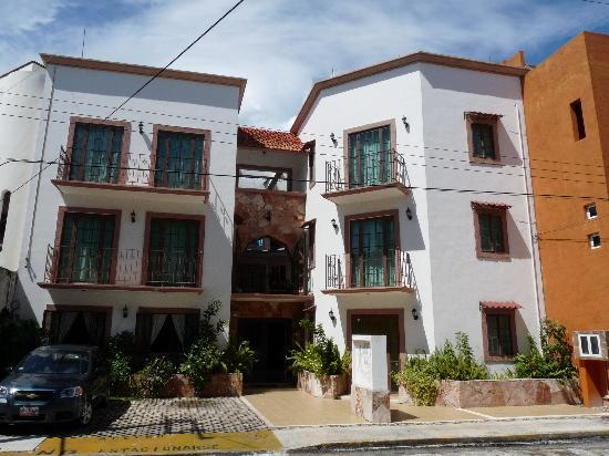 Hotel Alux: housefront