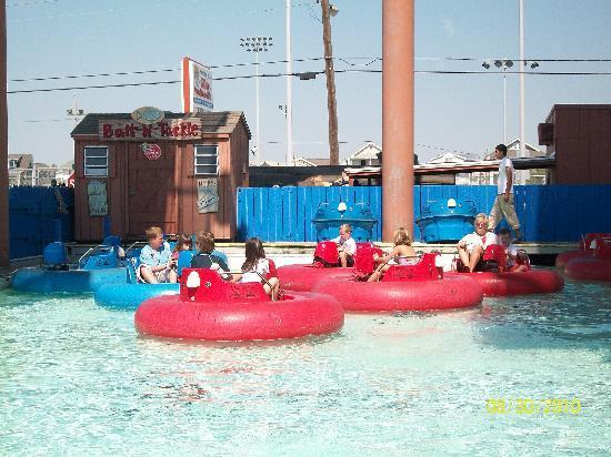 Gillian's Wonderland Pier : bumper boats