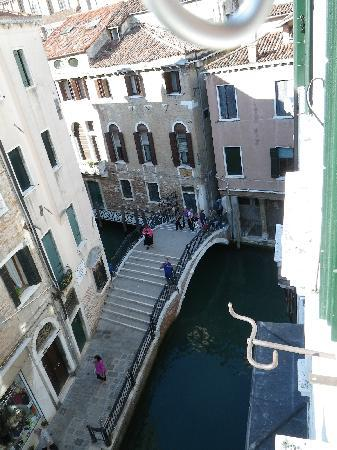 Foresteria Valdese Venezia: view from the upper window