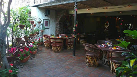 TlaquePasta Restaurant : Outdoor dining patio